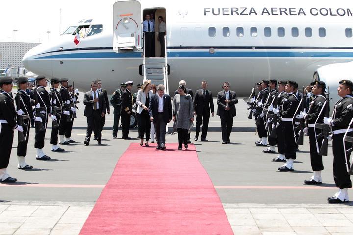 Llega presidente Santos a México para homenaje a García Márquez