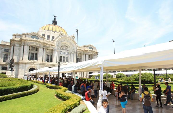 Pueblo de México presente en Bellas Artes para despedir a Gabo