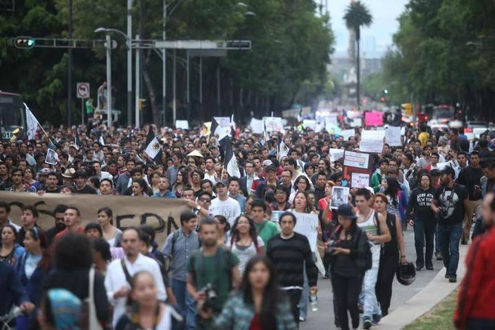 Cierran metro Balderas por manifestación contra ley Telecom