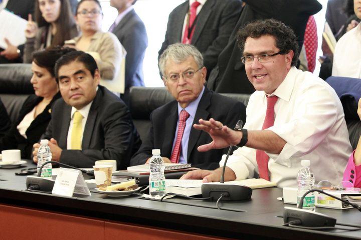 Arremeten contra Lozano en sesión