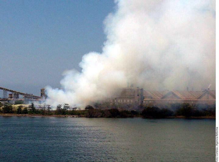 Suman 77 intoxicados a causa de incendio