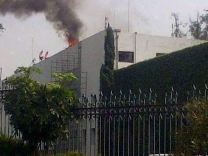 Controlan conato de incendio en oficinas de Los Pinos