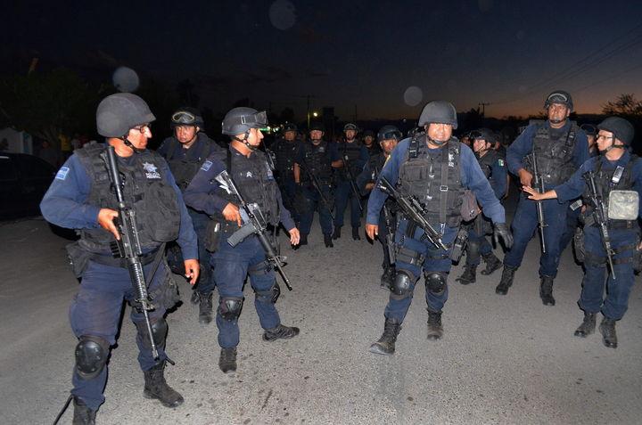 Irán a paro policías en Michoacán
