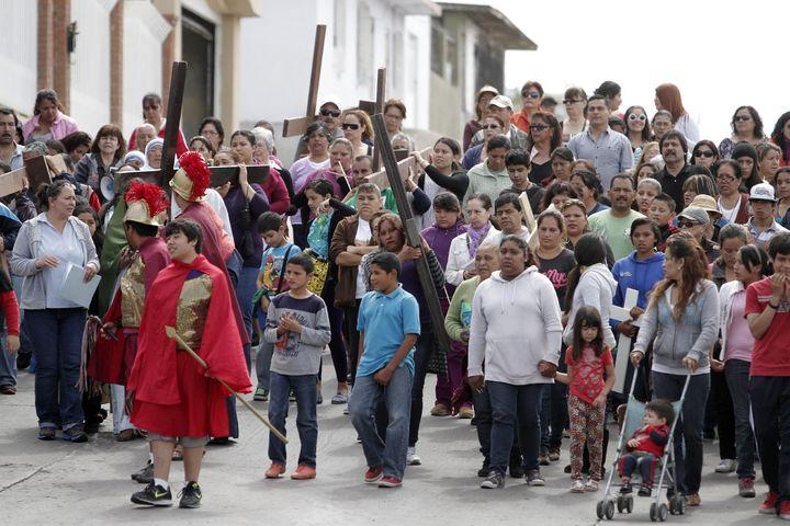 Viacrucis de migrantes llega a Huehuetoca