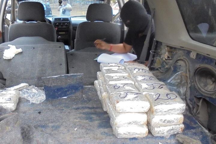Decomisan casi 12 kilos de cocaína en cruce