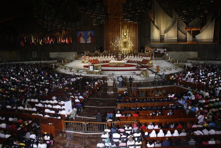 Miles de católicos celebran canonizaciones