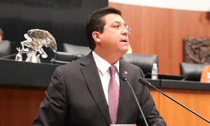 Senador Francisco Javier García se escapa de