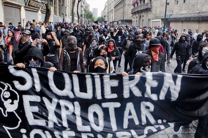 Llegan marchas al zócalo capitalino