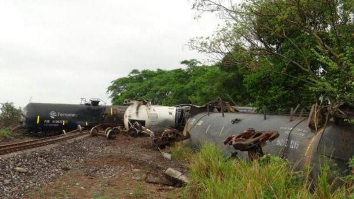 Descarrilan 8 vagones de tren con diesel en Veracruz