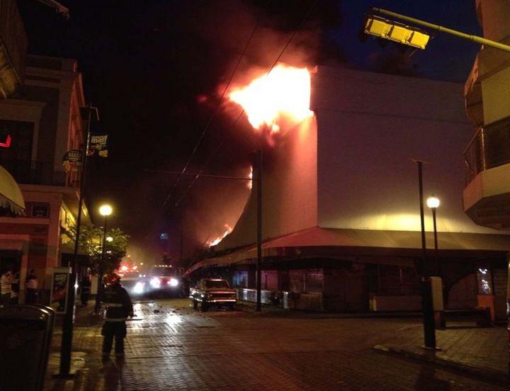 Registran fuerte incendio en el mercado Corona de Guadalajara