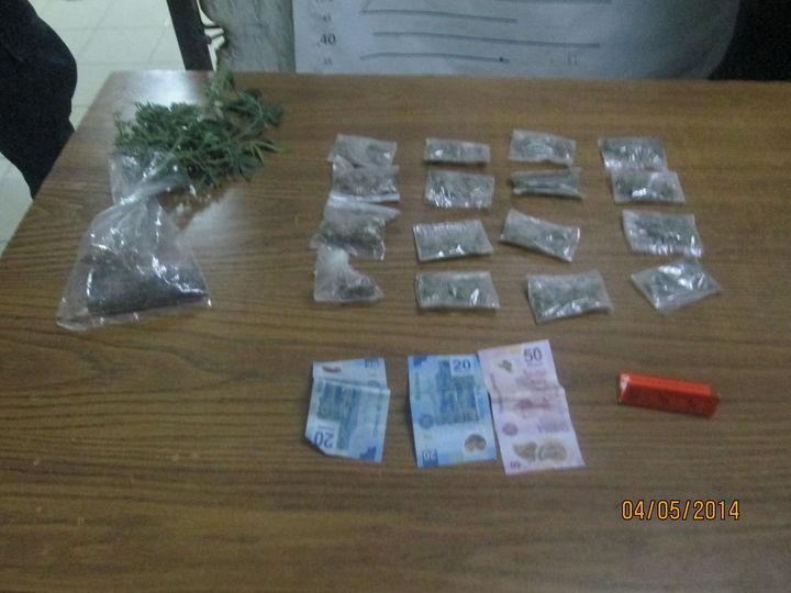 Detienen a hombre por venta de droga