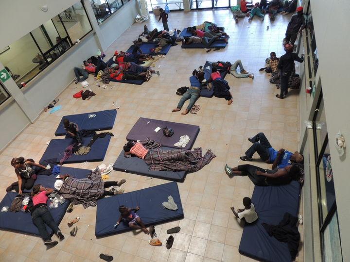 Detienen a 58 migrantes en patios del ferrocarril