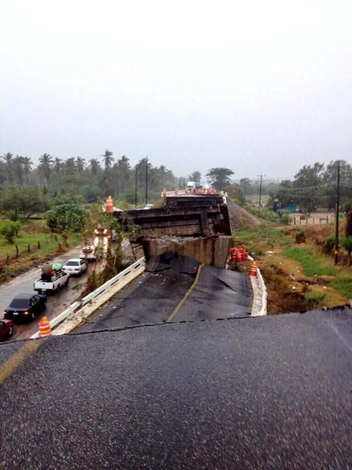 Cae un puente en Tecpan por sismo