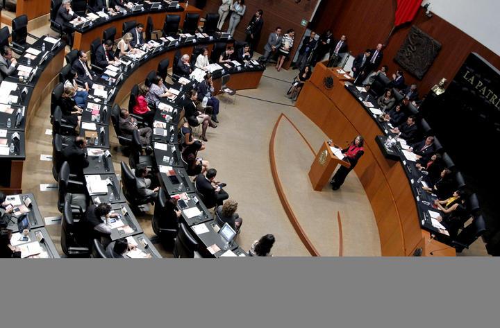 Chocan en el Senado por leyes político-electorales