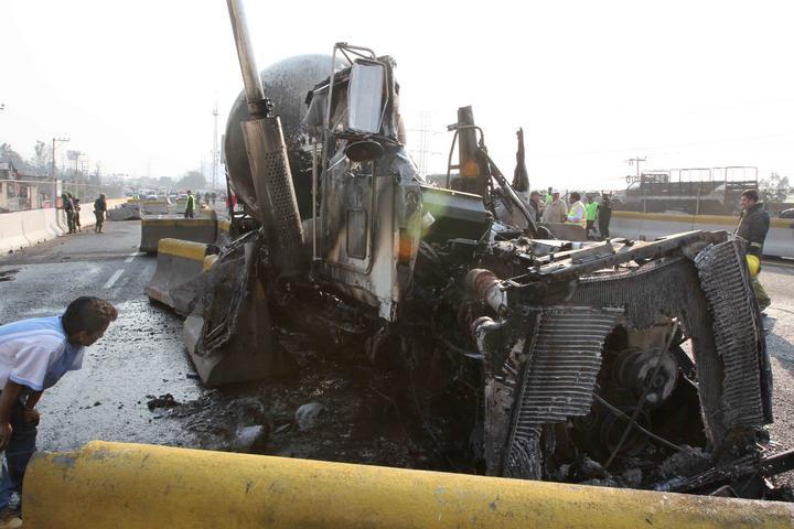 Liberan a conductor de pipa que chocó en Xalostoc