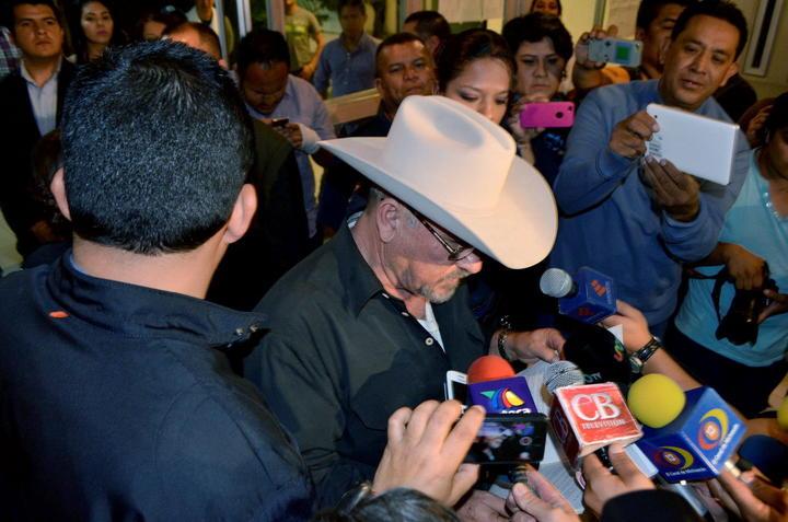 Declara Hipólito Mora pretensiones de unirse a guardia rural