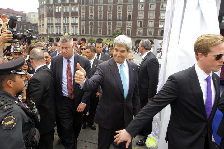 Kerry inaugura stand de EU en Feria de las Cultura Amigas
