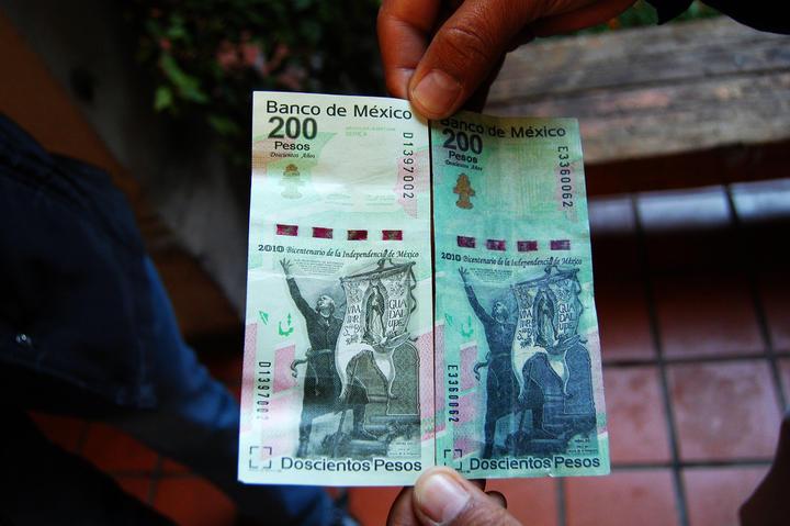 Confiscan billetes falsos, encuentran maquinaria para elaborarlos