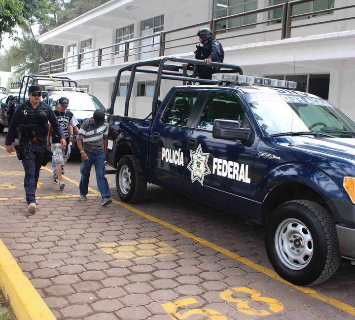 Detienen a 78 por bloqueo en casetas en Michoacán