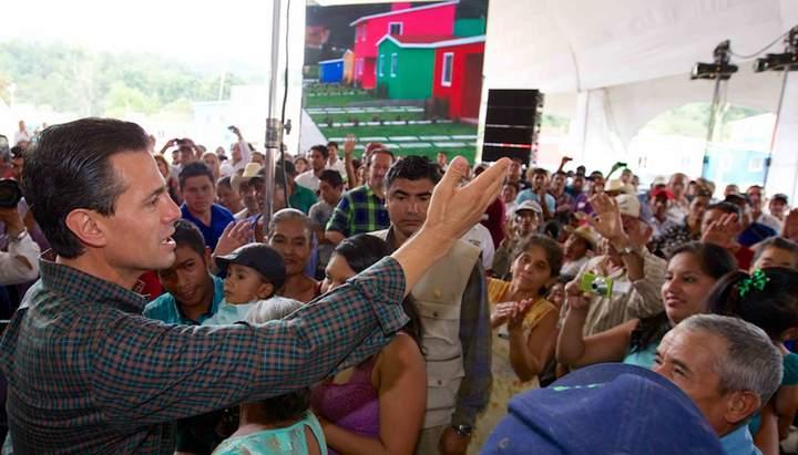 EPN entrega 125 casas en La Pintada, Guerrero