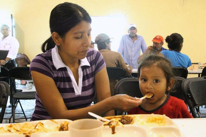 Comedores Comunitarios benefician a 60 mil habitantes en Guerrero