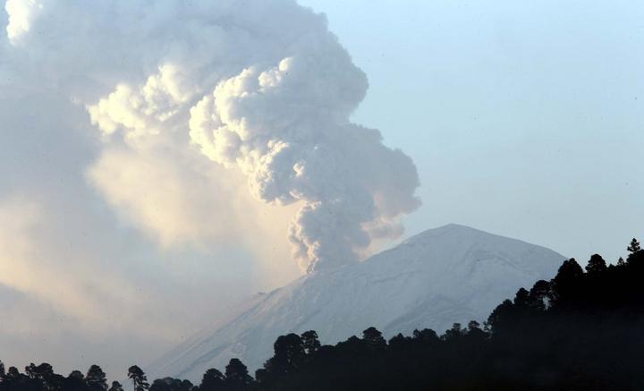 Reportan 69 exhalaciones del volcán Popocatépetl