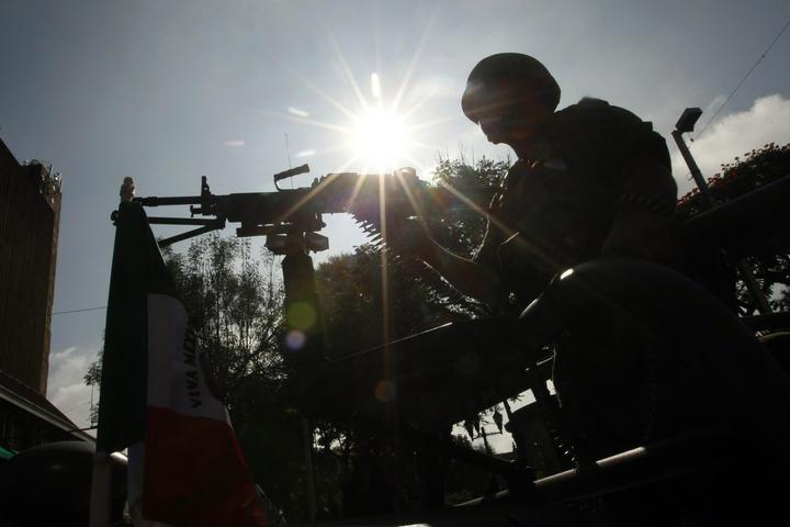Deudos de militares reciben indemnizaciones en Guerrero
