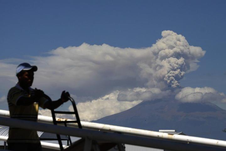 Emite volcán Popocatépetl 113 exhalaciones