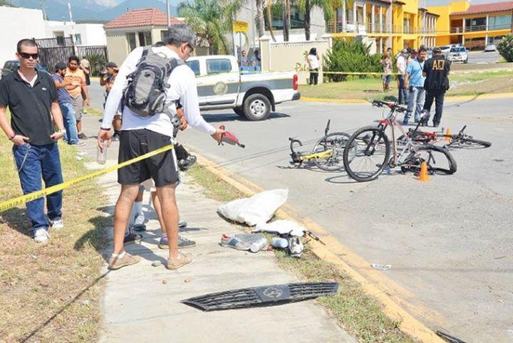Ebrio arrolla a ciclistas