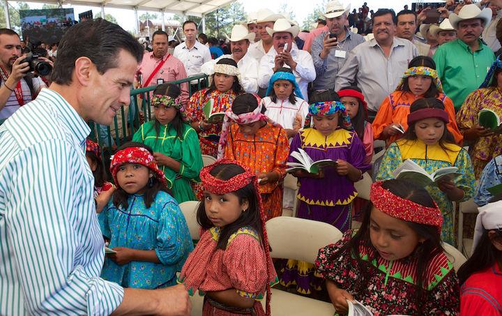 Entrega EPN apoyos en Chihuahua