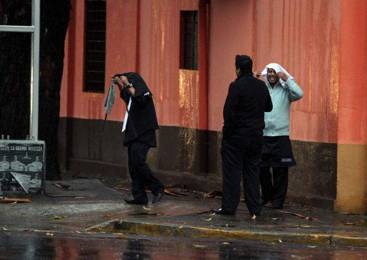 Suspenden clases ante lluvias fuertes