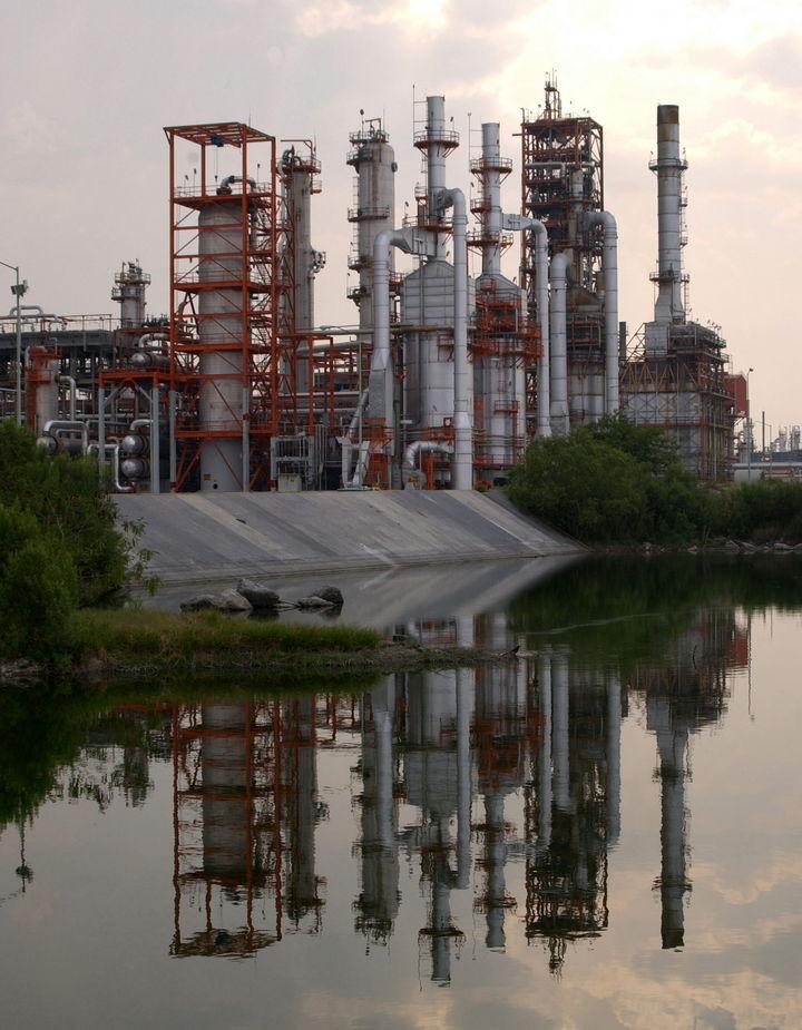 Indagan corrupción en proveedor de Pemex