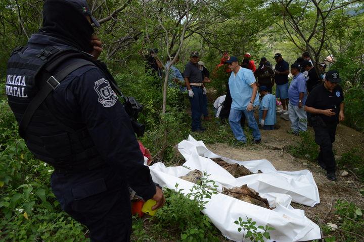 Hallan 10 cadáveres en fosas clandestinas