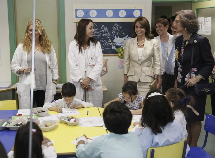 Angélica Rivera y reina Sofía visitan a niños hospitalizados