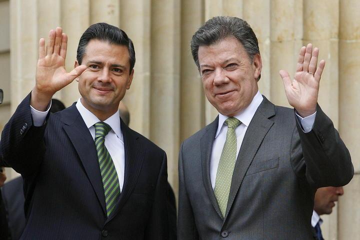Felicita EPN a Juan Manuel Santos por su reelección