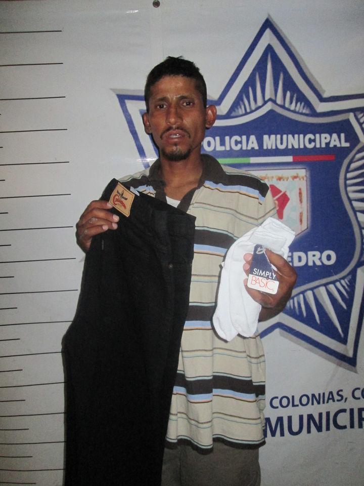 Detienen hombre  por robo de ropa