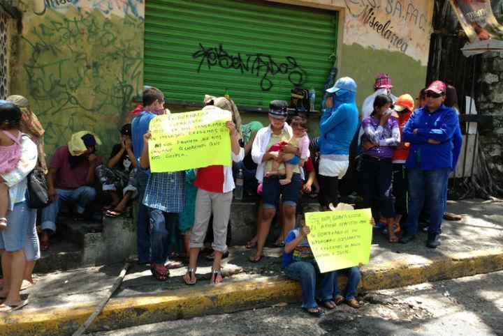 Desplazados protestan; solicitan su reubicación