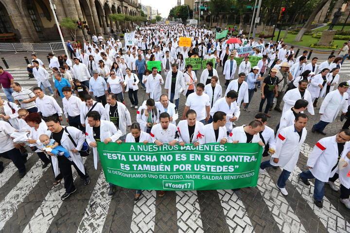Apoya IMSS a 16 médicos de Jalisco