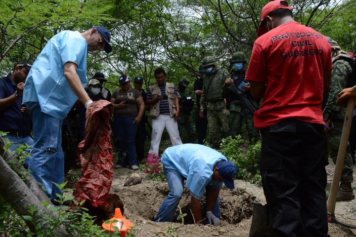 Exhuman 104 cuerpos en gestión de Duarte