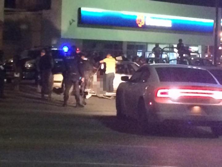 Asesinan a hombre a tiros en su vehículo