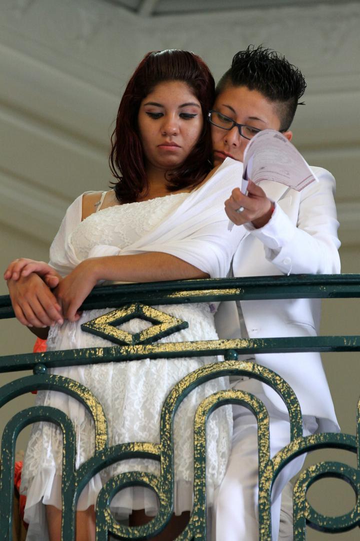 SCJN da revés a prohibición de bodas gay en BC