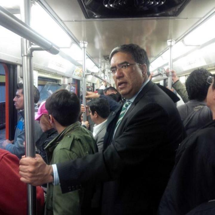 Nuevo dirigente del PRI-DF viaja en Metro