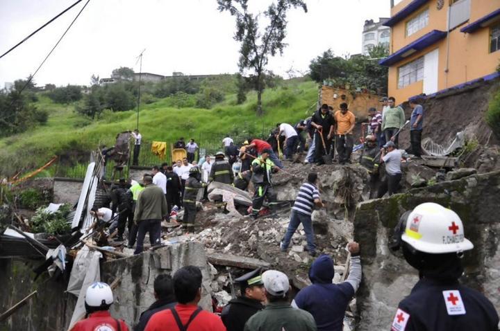 Suman cuatro los muertos por derrumbe en Naucalpan