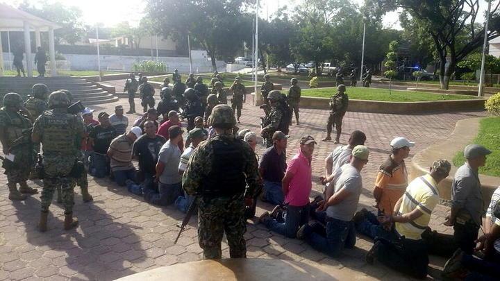 Formal prisión a 72 autodefensas junto con Mireles