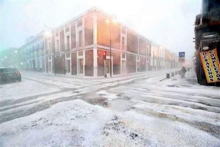Granizada pinta de blanco a Puebla