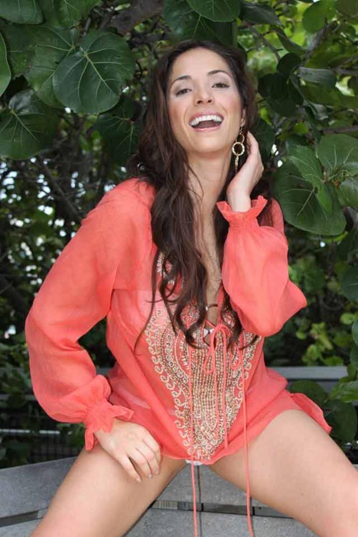 Critican en redes a Claudia Cervantes con #LadyPanteón