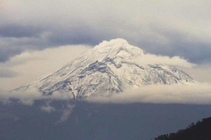 Emite Popocatépetl 70 exhalaciones