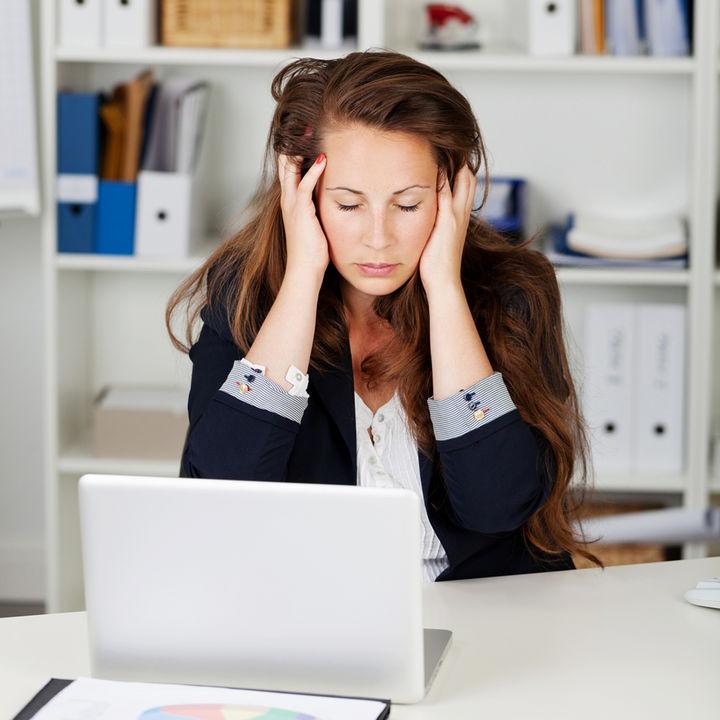 Sufren acoso laboral 44% de profesionistas