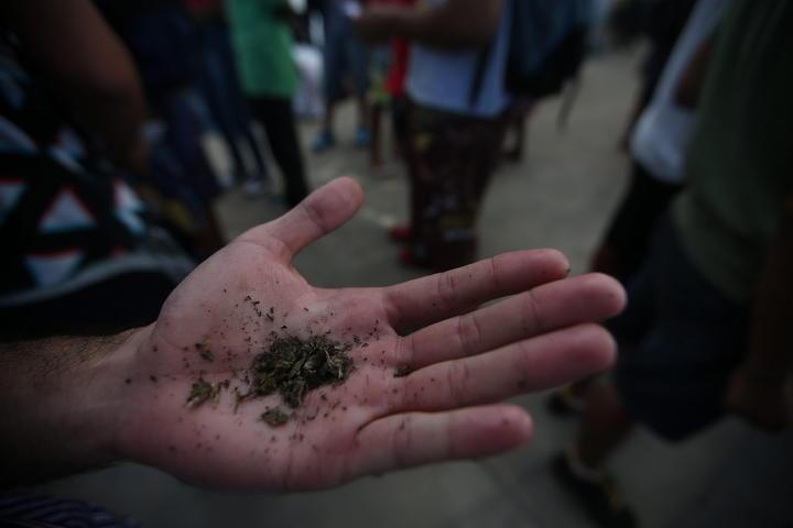 Jóvenes piden despenalización de marihuana en DF