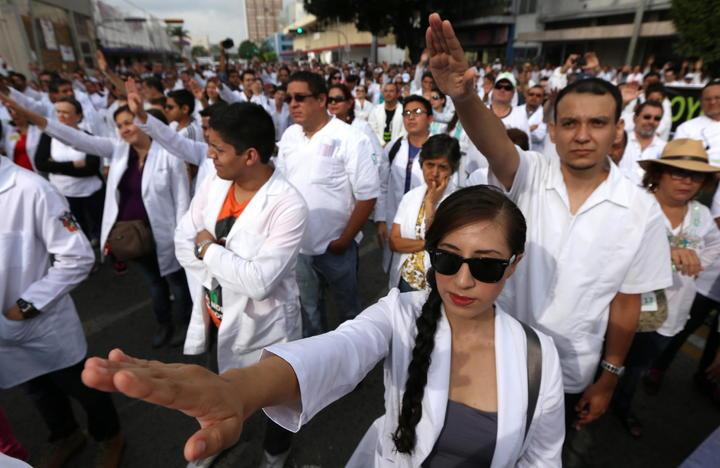 Acuerdan aumento de 5.5% para médicos y paramédicos